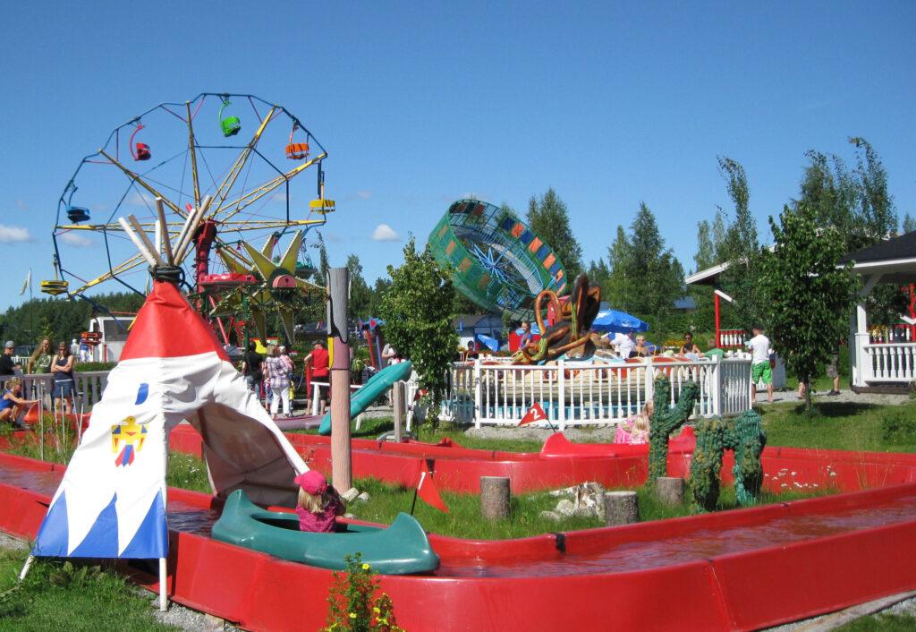Nokkakiven huvipuisto, Suomen huvipuistot, Lomalle lasten kanssa