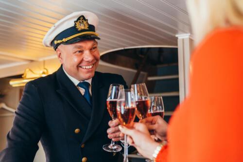 Kapteenin vastaanotto ja tervetuliaissamppanja